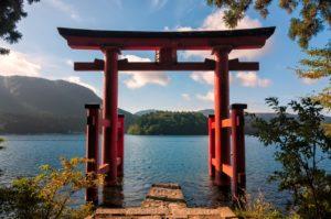 Lake-Ashi-langa-Muntele-Fuji-Japonia-Tara-Soarelui-Rasare-300x199.jpg